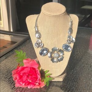 Jewelry - Gorgeous silver statement necklace